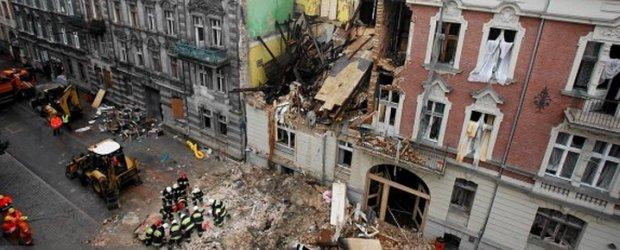 Wybuch kamienicy w Katowicach. W�r�d poszukiwanych ma��e�stwo telewizyjnych reporter�w