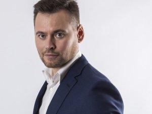 ''T�czowy Krzy�'' czy ''radykalnie prawicowy dziennikarz sportowy''? Krzysztof Stanowski wkurza i pi�karzy, i polityk�w