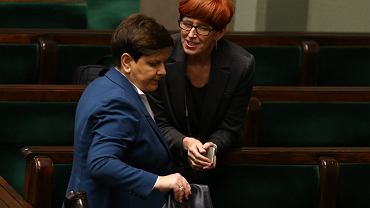 Premier Beata Szydło i minister rodziny, pracy i polityki społecznej Elżbieta Rafalska
