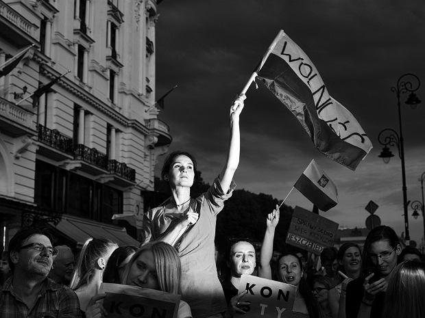 Zdjęcie roku Grand Press Photo 2018. Uczestnicy protestów zorganizowanych przeciwko reformom polskiego sądownictwa. 24 lipca 2017