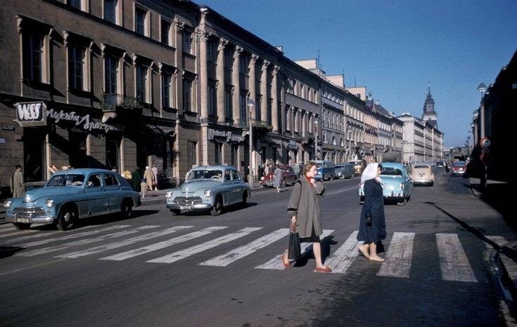 Kolorowe zdjęcia powojennej Warszawy