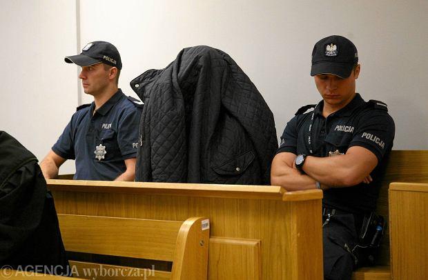 Sekretarz sądowy pouczony po opublikowaniu na wokandzie nazwisk ofiar łowcy nastolatek