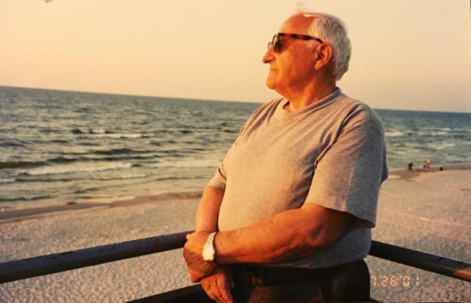 Antoni Koziej podczas wakacji nad morzem.