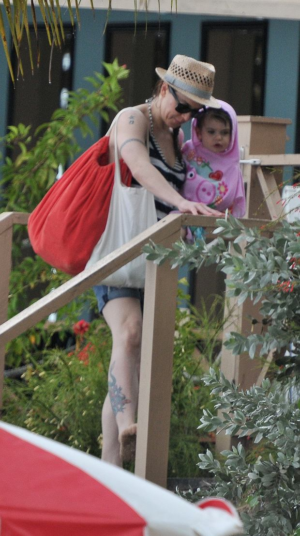 Zdjęcie numer 14 w galerii - Mel C ze Spice Girls na spacerze z córką. Skóra zdjęta! Nie wierzycie? Scarlett wygląda zupełnie jak mama