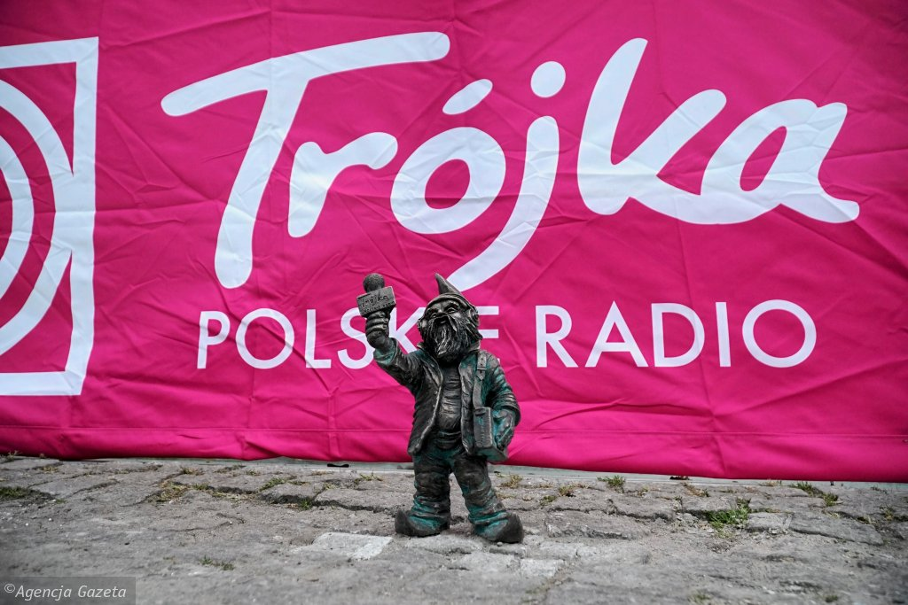 Wyjazdowe studio Trójki na skwerze przy kładce Świebodzkiej we Wrocławiu
