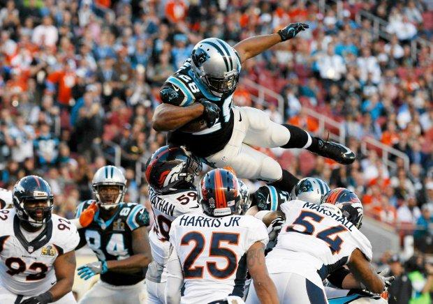 Super Bowl 2016. Jonathan Stewart zdobywa przy�o�enie dla Carolina Panthers
