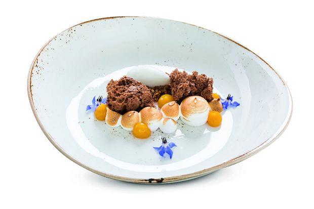 Cytrynowa beza włoska, ciastko czekoladowe, sorbet kokosowy, posypka zmigdałów ikrem zmarakui.