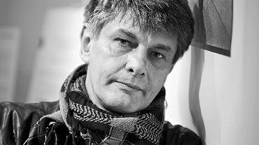 """Krzysztof Miller (1962-2016) podczas wystawy fotografii  """"Niedecydujący moment"""" w Białymstoku"""