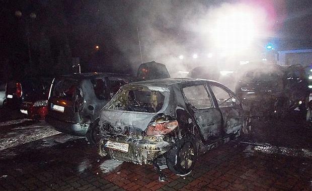 W Licheniu samochody stanęły w ogniu. Pięć doszczętnie spłonęło. Wszystkie należały do księży