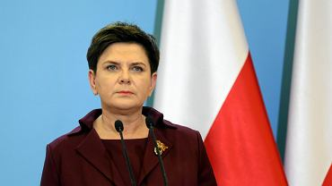 Sondaż CBOS: niemal tyle samo zwolenników co przeciwników rządu Beaty Szydło