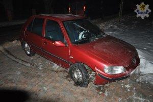 Pijany i bez prawa jazdy. 19-latek staranowa� przepust