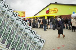 Biedronka oferuje 1000zł za polecenie pracownika. Kto może zarobić te pieniądze?