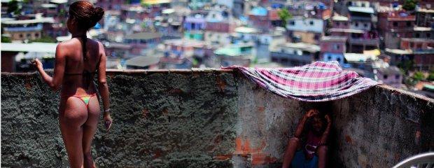 Niezwyk�a Brazylia pe�na kontrast�w: slumsy, bogactwo, dobra zabawa i wiele nago�ci