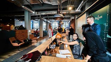 Biura dla freelancerów i start-upów w łódzkim biurowcu
