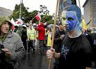 Marsz Ruchu Autonomii �l�ska z symbolami ��to-niebieskimi