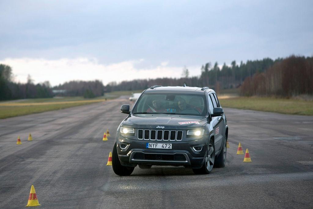 2014 Jeep Grand Cherokee podczas testu łosia