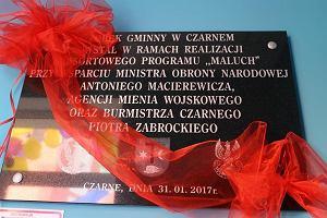 """Tabliczka na cześć Macierewicza zawisła w... żłobku na Pomorzu. """"Zadziałał, aby ten obiekt powstał"""""""