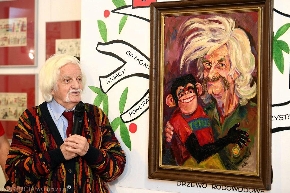 Papcio Chmiel, czyli Henryk Chmielewski podczas poniedziałkowego wernisażu wystawy w Muzeum Karykatury na Koziej