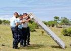 Poszukiwania boeinga 777. Szcz�tki samolotu odnalezione na Reunion dotar�y do Pary�a