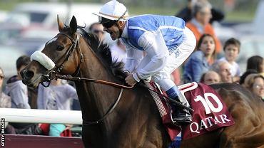 Solemia i Oliver Peslier po zwycięstwie w Qatar Prix de l'Arc the Triomphe 2012