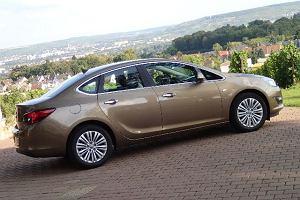 Opel Astra 1.7 CDTi sedan | Pierwsza jazda | Nie być nijakim