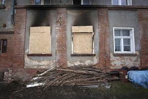 Trójka dzieci zginęła w pożarze. Matka zamknęła je na klucz, a z okien wyjęła klamki. Zaczął się proces