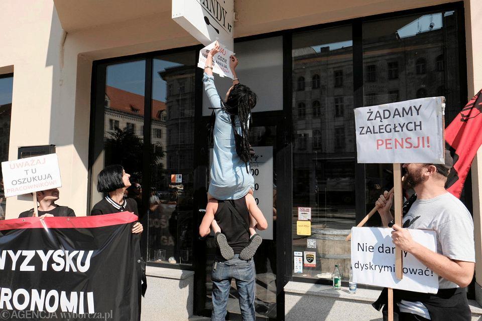 Kuchnia Wandy Oszukuje Protest Bylych Pracownikow Przed Znana