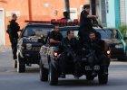 """Transportery opancerzone, �o�nierze z broni�: Przed mundialem Brazylia """"czy�ci"""" slumsy"""