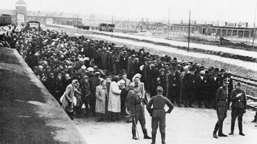 Selekcja węgierskich Żydów w obozie koncentracyjnym Auschiwtz - Birkenau, czerwiec 1944.