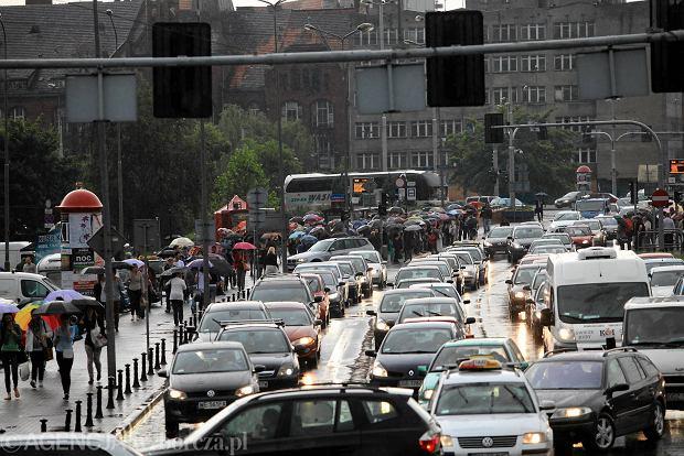Autobusy je�d�� za rzadko, by konkurowa� z autem [WYWIAD]
