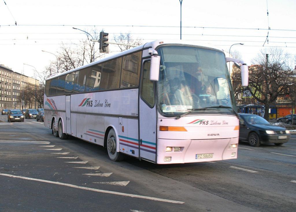 Pasażerowie i kierowca PKS-u do Zielonej Góry zaczęli wymiotować i mdleć. Mogli zatruć się czadem
