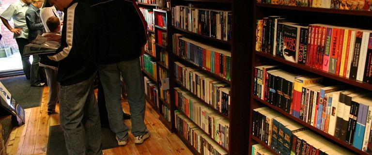 ''Kochani złodzieje! Jest nam niezmiernie miło, że cenicie dobrą literaturę''. Takie ogłoszenie wywiesiła księgarnia