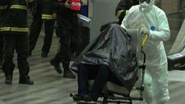 Chory na grypę obywatel Ghany został zatrzymany na dworcu kolejowym i wywieziony z czarnym workiem na głowie