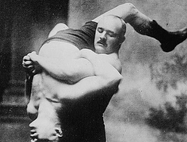 Zbyszko Cyganiewicz (1879-1967) na zdjęciu wykonanym w Stanach Zjednoczonych ok. 1910 r. Słynny zapaśnik był najbogatszym polskim sportowcem okresu międzywojennego, szacuje się, że w czasie kariery zarobił blisko 3 mln dol.