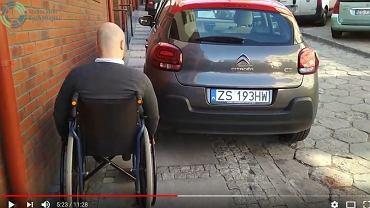 Niepełnosprawny w Szczecinie. Kadr z filmu