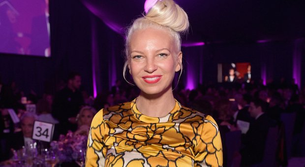 """Sia opublikowała teledysk do singla """"Alive""""."""
