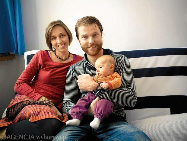 Weronika, graficzka, mieszkaław Finlandii, Belgii, Anglii, Malezji. Z mężem Australijczykiem wróciła doPolski (raczej nie na zawsze) i tu urodziła córeczkę
