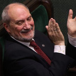 """Macierewicz planuje """"zaskakuj�ce zmiany w MON"""" [W TYGODNIKACH]"""