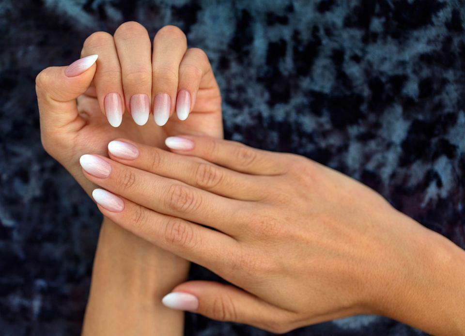 Ten Trik Sprawia że Francuski Manicure Wygląda Dobrze Nawet Na