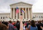 Ma��e�stwa LGBT legalne w USA. Wzruszaj�ce zdj�cia ze �lub�w. Setki par czeka�y przez lata na t� chwil�