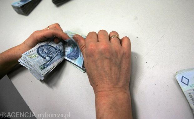 Ile zarabia ordynator, a ile lekarz bez specjalizacji? [SPRAWD�]