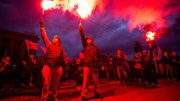 Marsz Niepodległości organizowany przez skrajnych prawicowców w Warszawie