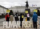 Przed Pałacem Prezydenckim trwa 12-godzinny protest przeciw inwigilacji. Kulminacja o godz. 20