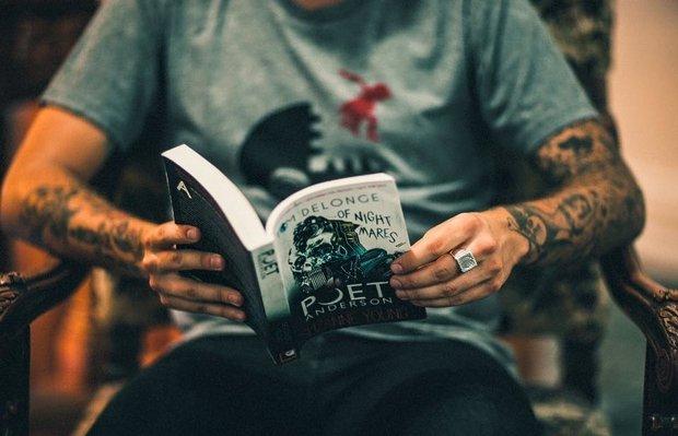 Tom DeLonge w październiku wyda powieść, której towarzyszyć będzie EP-ka nagrana z zespołem Angels & Airwaves.