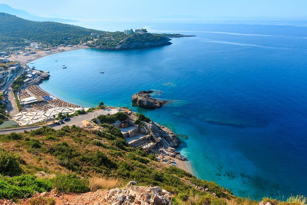 Albania zachwyca ciepłym morzem i pięknymi plażami