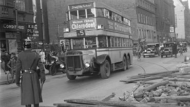 Barykada na torach tramwajowych podczas strajku BVG w Berlinie w 1932 r.