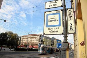http://bi.gazeta.pl/im/55/f1/e1/z14807381M,Wiedenski-przystanek-Arkady---Capitol-na-ul--Pilsu.jpg