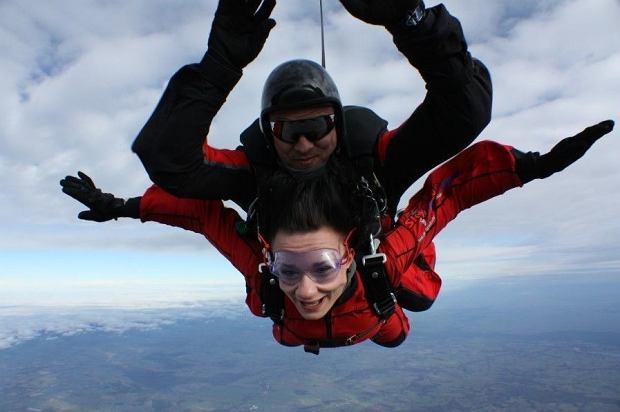 Skok ze spadochronem - idealny prezent na walentynki?