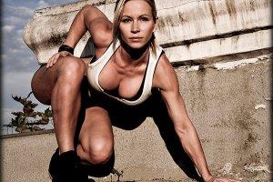 Zuzka Light - guru fitnessu z youtube