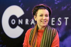 """Olga Tokarczuk z nagrodą Bookera za książkę """"Bieguni"""". Płyną gratulacje. Dolnoślązacy dumni! [KOMENTARZE]"""